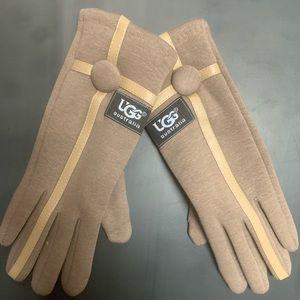 NWOT UGG Tan Tech Gloves